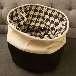 NWT Laundry / Storage Bag - Black and Cream